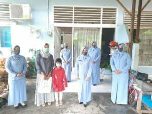 Pia Ardhya Garini Cabang 16 Daerah I Lanud Maimun Saleh memberikan bingkisan Kebutuhan Spesifik Kelompok Rentan Terdampak Covid-19.