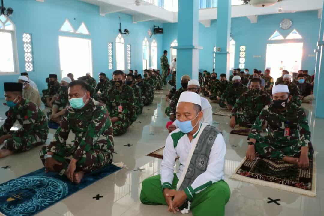 Lanud Dhomber Lakukan Doa Bersama