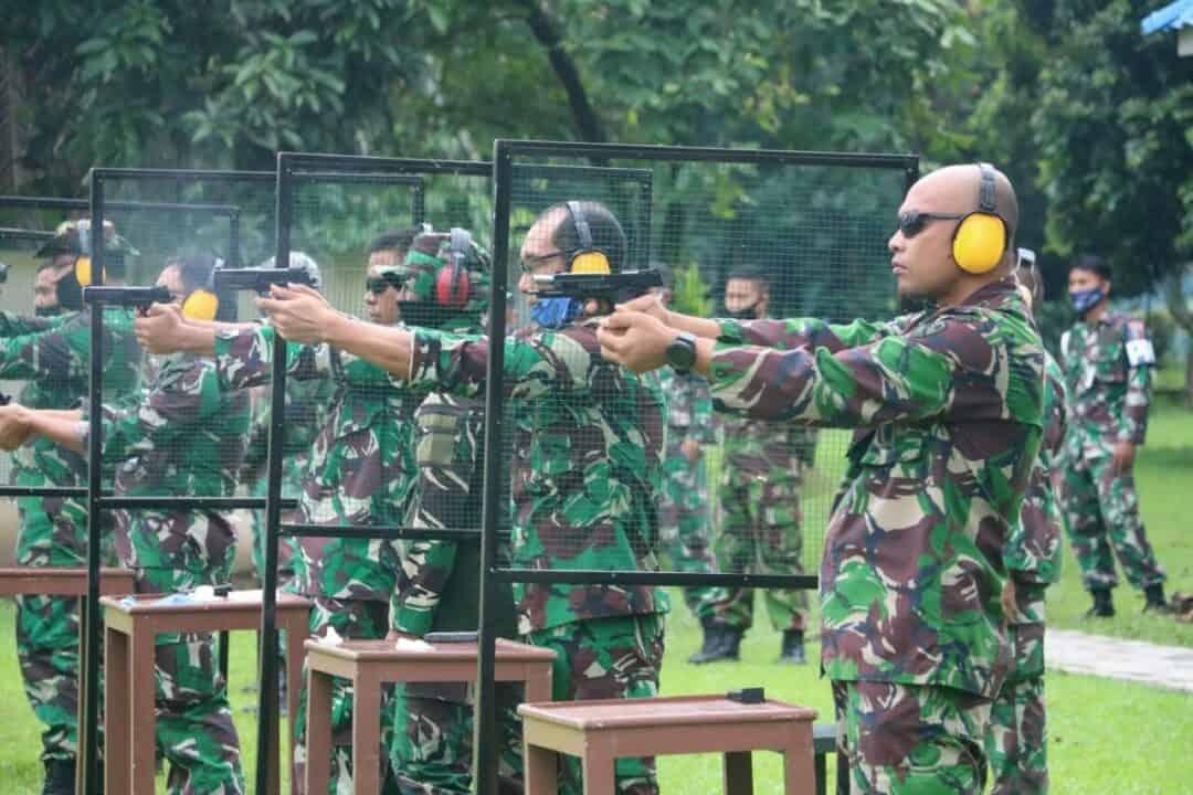 Tingkatkan Kemampuan, Lanud Soewondo Latihan Menembak Pistol