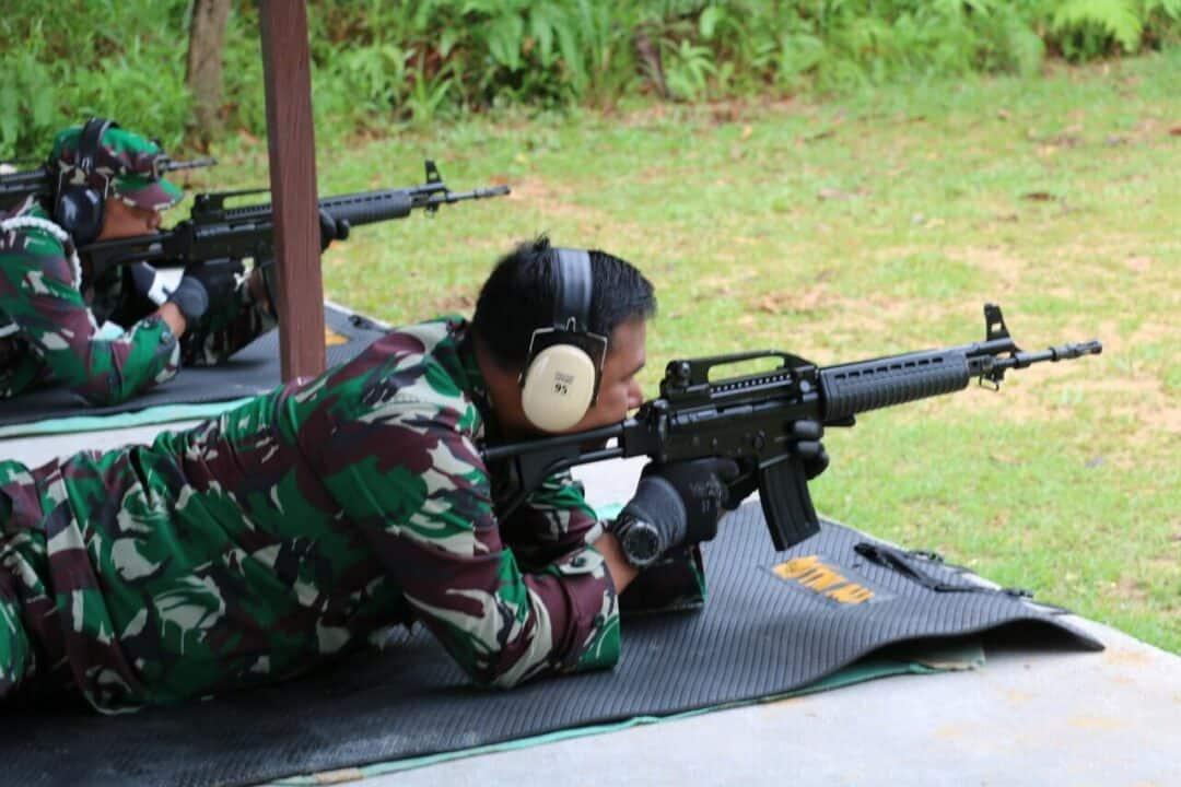 Tingkatkan profesionalisme dan skill serta mengukur kemampuan prajurit, Lanud Dhomber Gelar Latihan Menembak