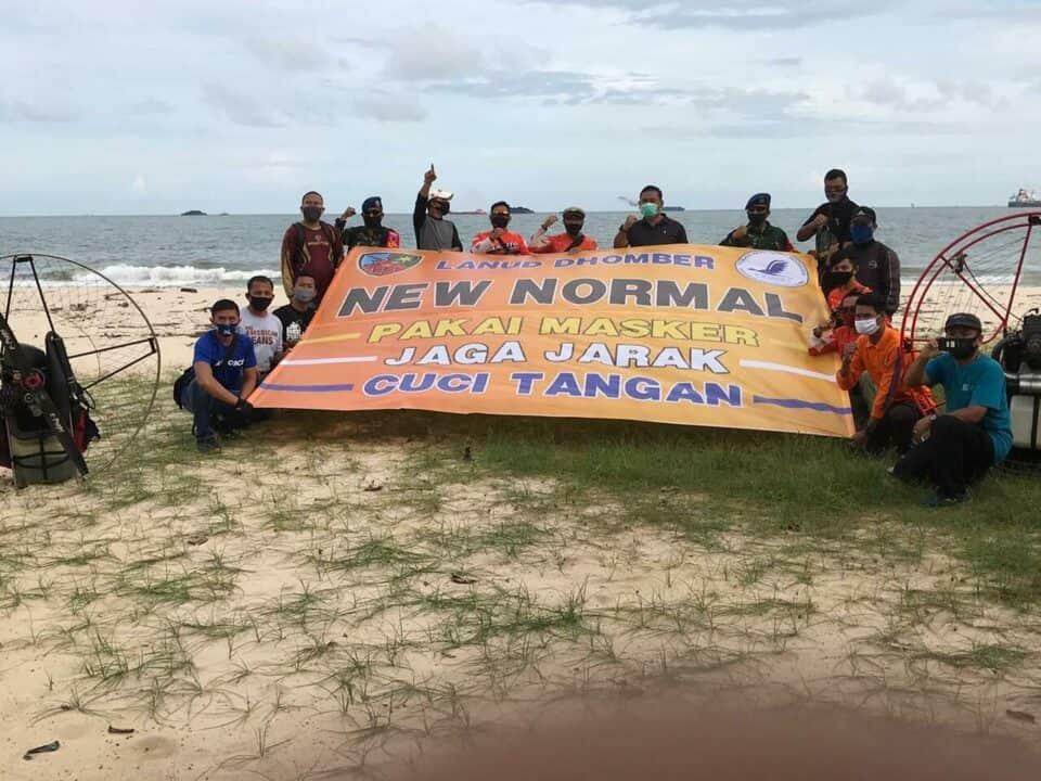 """Atlet Paramotor FASI Provinsi Kaltim Sosialisasi """"New Normal"""", di Langit Kota Balikapan"""