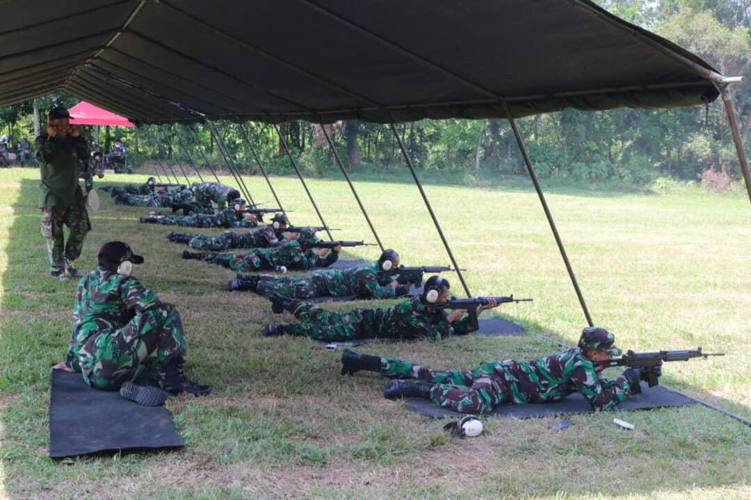 Personel Wingdikkal Latihan Menembak Guna Asah Kemampuan Seorang Prajurit