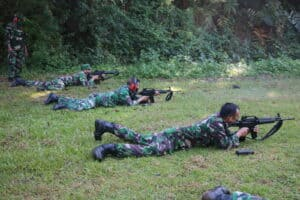 Personel Bintara dan Tamtama Kosekhanudnas II Melaksanakan Latihan Menembak