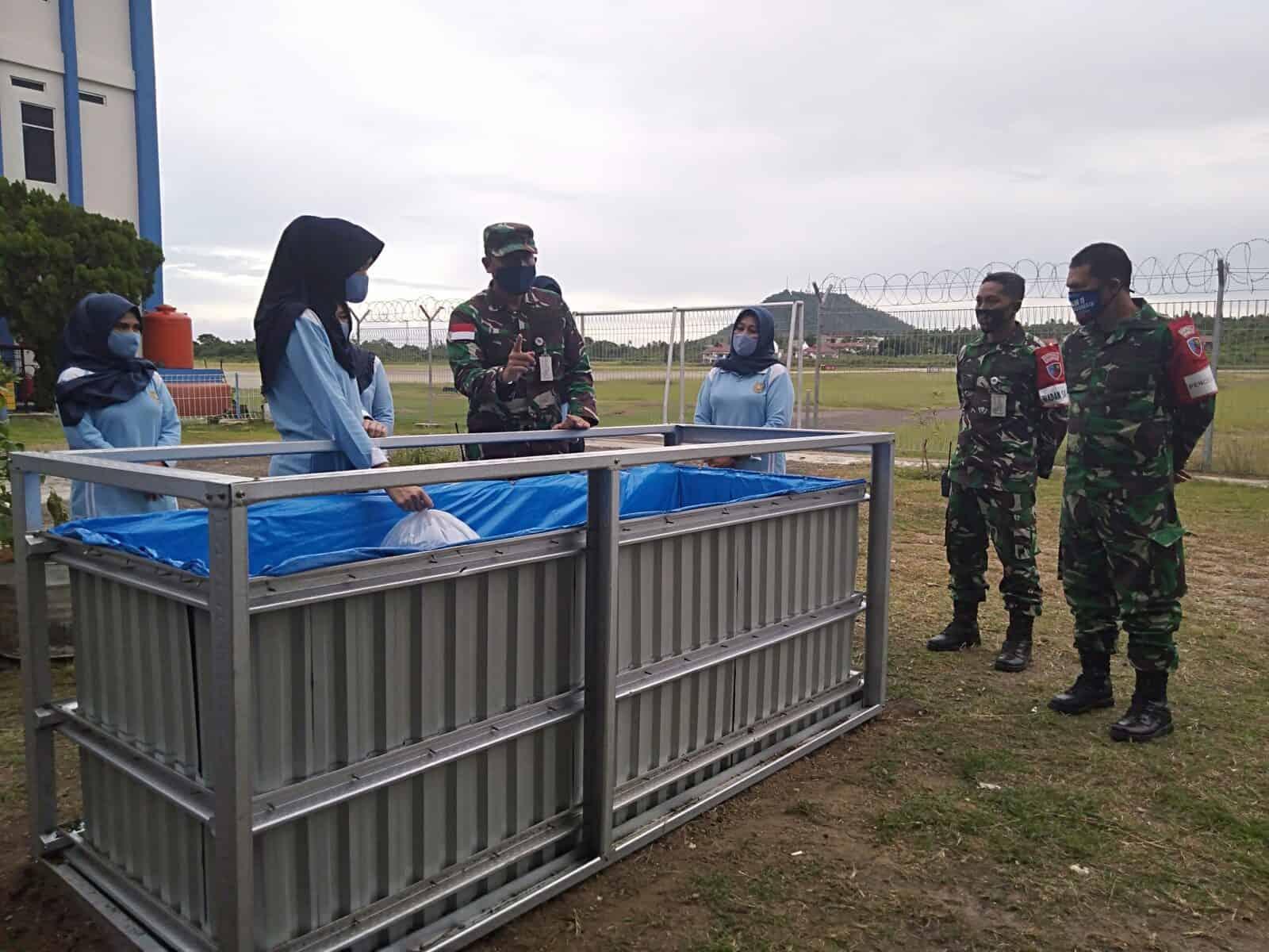 Dalam Mendukung Program Pemerintah Terkait Ketahanan Pangan, Komandan Lanud Maimun Saleh Menyerahkan Benih Ikan Lele Kepada Ketua Pia Ardhya Garini Cabang 16 Daerah I Lanud Mus.