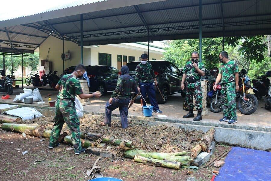 Kosekhanudnas I Gotong Royong Membuat Kompos