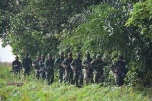 Warga Antusias Melihat Langsung Latihan Pertahanan Pangkalan (Hanlan) Lanud Pangeran M. Bun Yamin