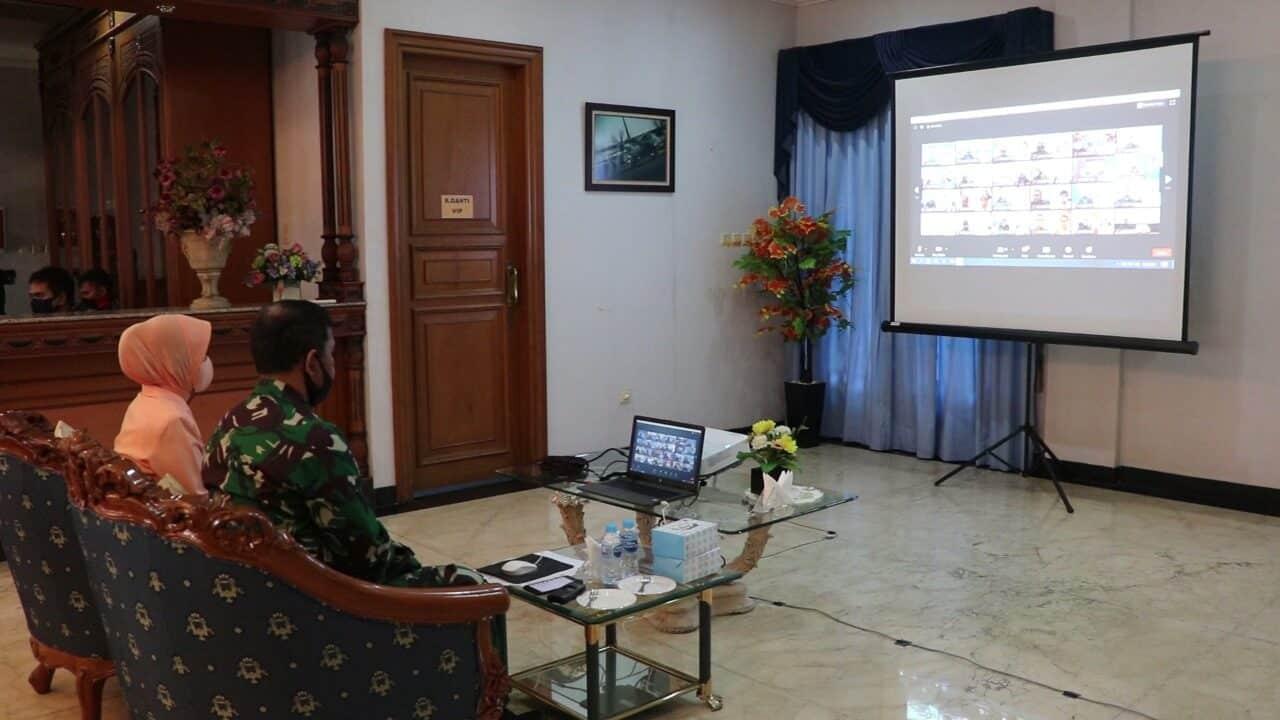 Danlanud dan Ketua Yasarini Lanud Halim Perdanakusuma Ikuti Telekonferensi Yasarini