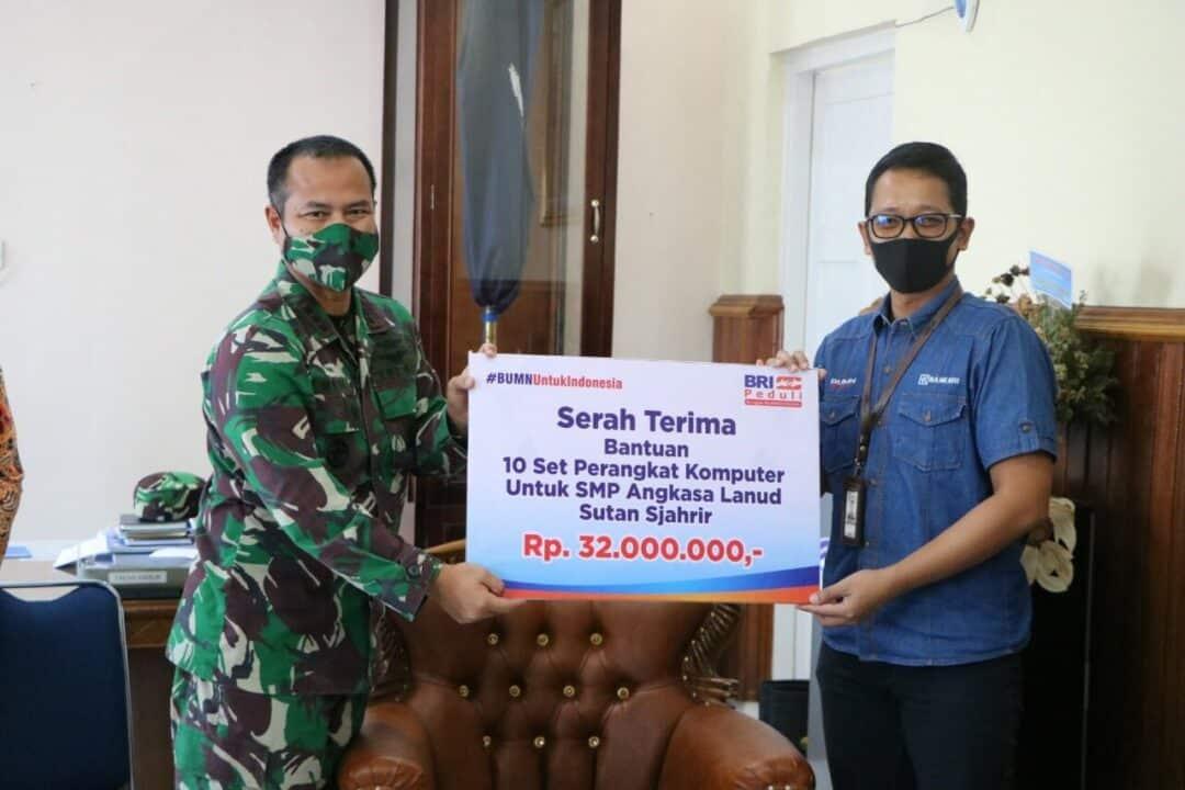 Yayasan Ardhya Garini Cabang Lanud Sutan Sjahrir Terima 10 Set Perangkat Komputer Dari Bank BRI Cabang Khatib Sulaiman Padang