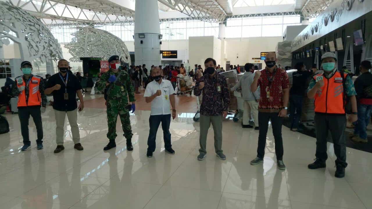 "Menghadapi ""New Normal"", Tim Satgas Bandara Lanud Sugiri Sukani Melaksanakan Kegiatan Monitoring Penerbangan"