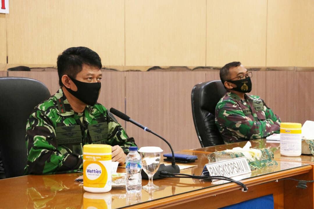 Keterangan Gambar: Pangkoopsau III Marsda TNI Ir. Novyan Samyoga, M.M. menggelar rapat perdana dengan para Komandan jajaran melalui saluran Vicon di ruang rapat Suryadharma Mako Koopsau III Biak, Selasa (9/6).Konsep Otomatis