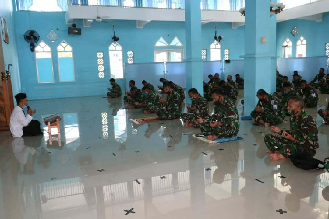 Sholat Dhuha Bersama Guna Tingkatkan Iman dan Taqwa Bagi Prajurit Lanud Dhomber