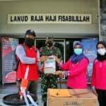 Lanud RHF Terima Bantuan 5.000 Masker dan 500 Liter Disinfektan dari BPBD Provinsi Kepri