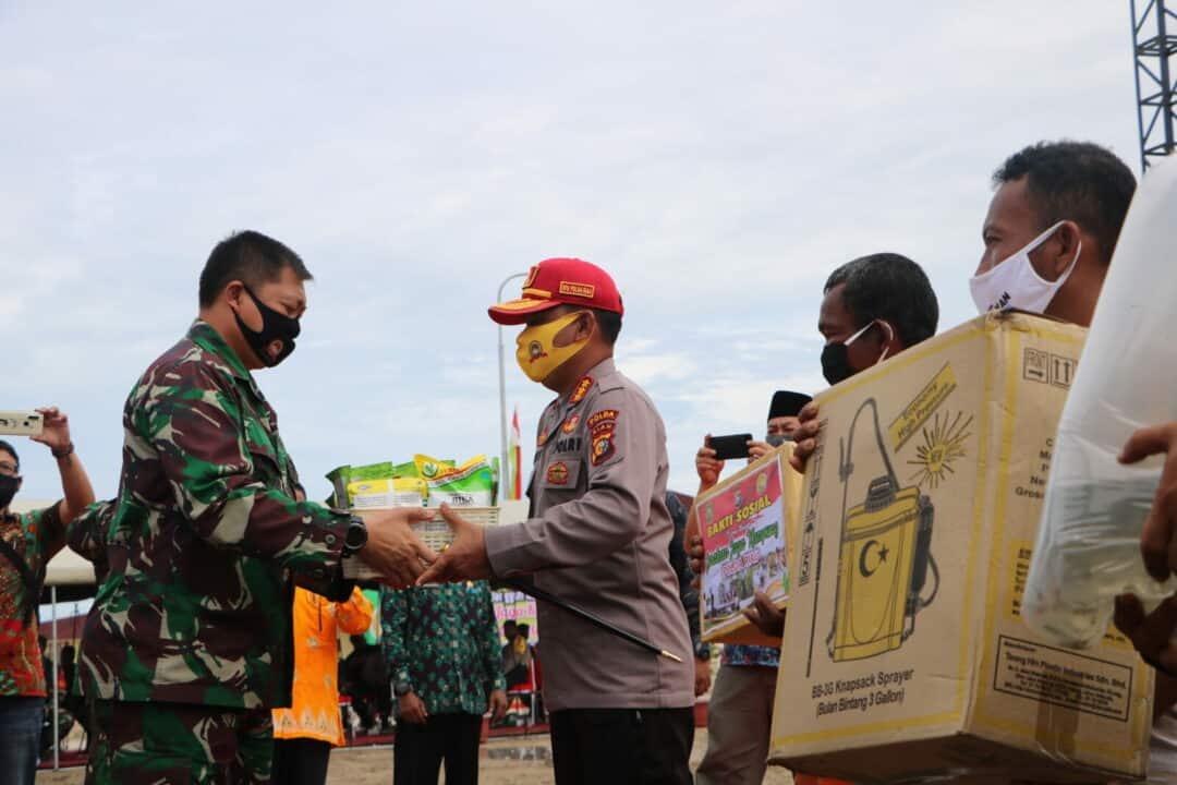 Danlanud Rsn Tebar Benih Ikan Dalam Gerakan Jaga Kampung Polda Riau