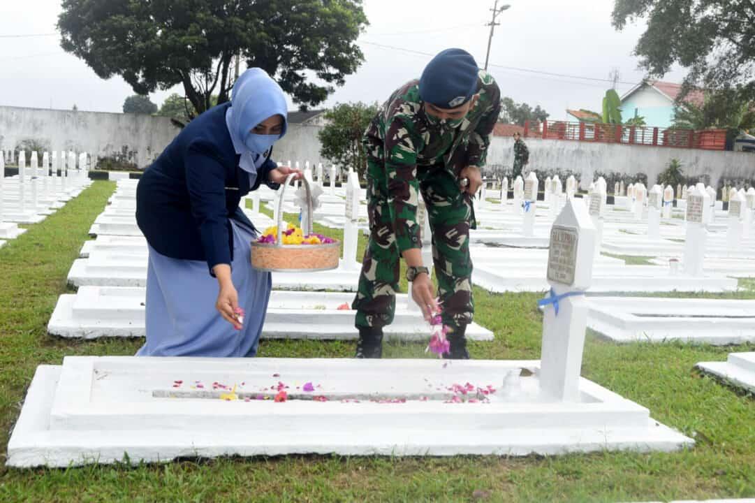 Secara Khidmat Danlanud Wiriadinata Pimpin Ziarah Hari Bakti Ke-73 TNI AU