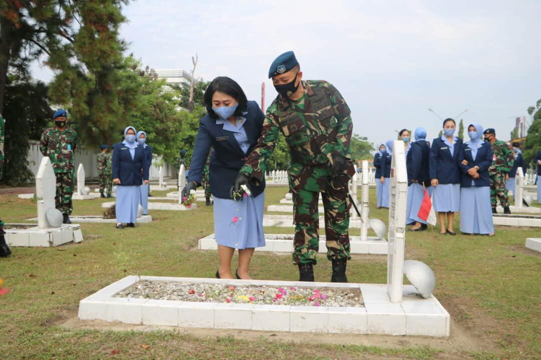 Hari Bakti TNI AU Danlanud Rsn Pimpin Ziarah Rombongan
