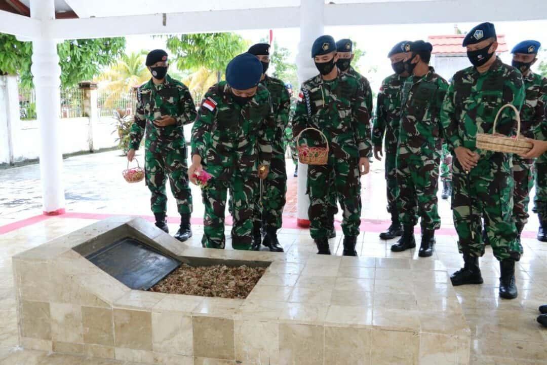 Ziarah Rombongan Hari Bakti Ke-73 Angkatan Udara di TMP Cendrawasih Biak