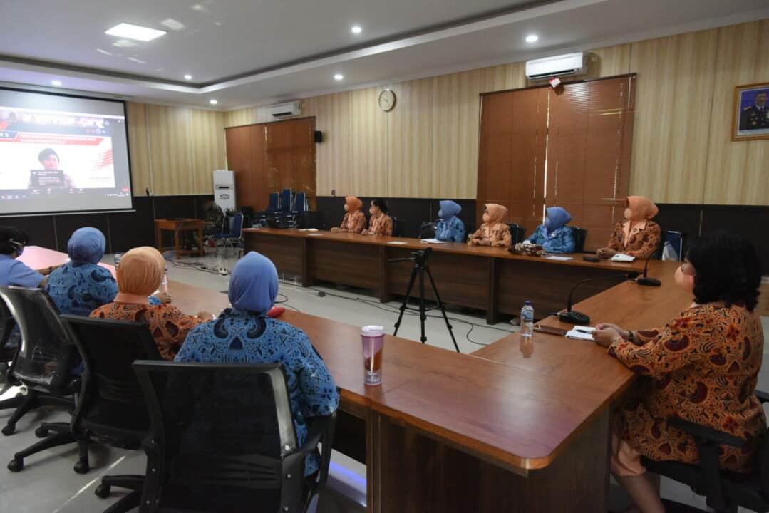 Yasarini Pengurus Cabang Lanud Roesmin Nurjadin Ikuti Webinar II Sekolah Angkasa