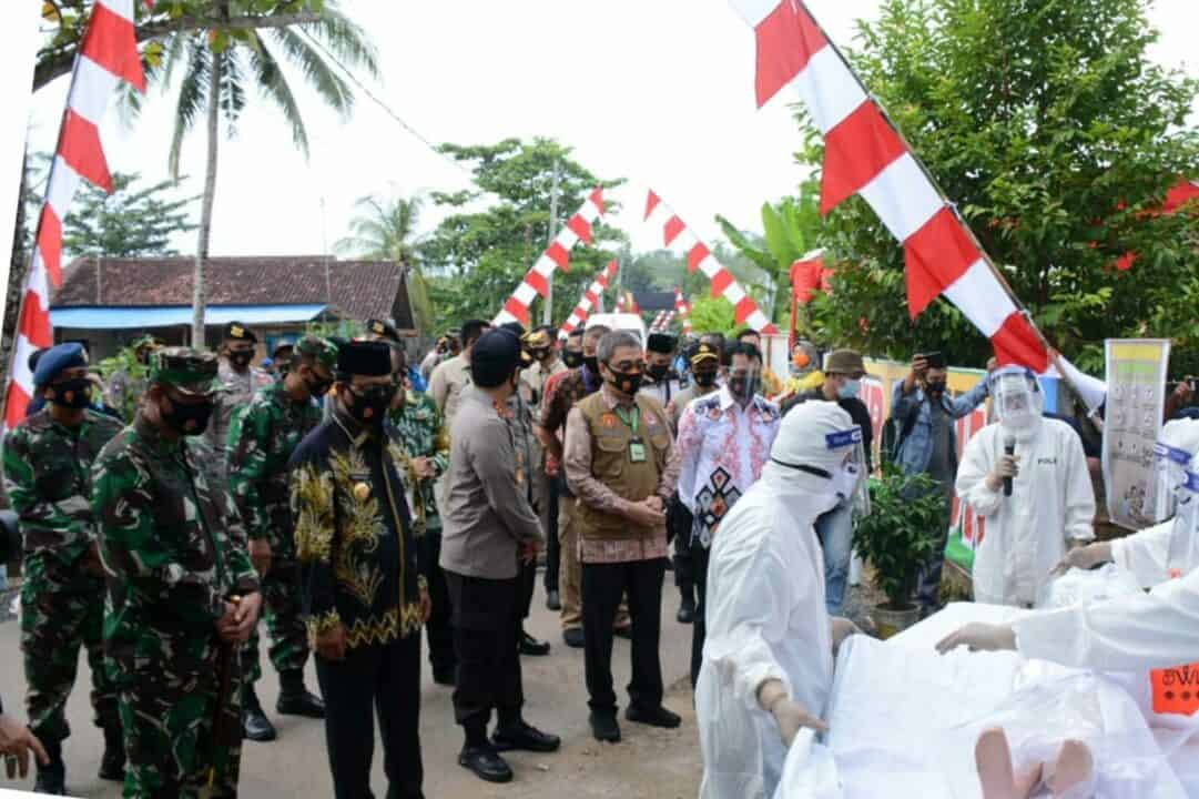 Tinjau Kampung Tangguh Banua di Kota Banjarbaru Simbol Kebersamaan Unsur Forkopimda Kalimantan Selatan Dalam Menerapkan Adaptasi Kebiasaan Baru Ditengah Pandemi Covid-19