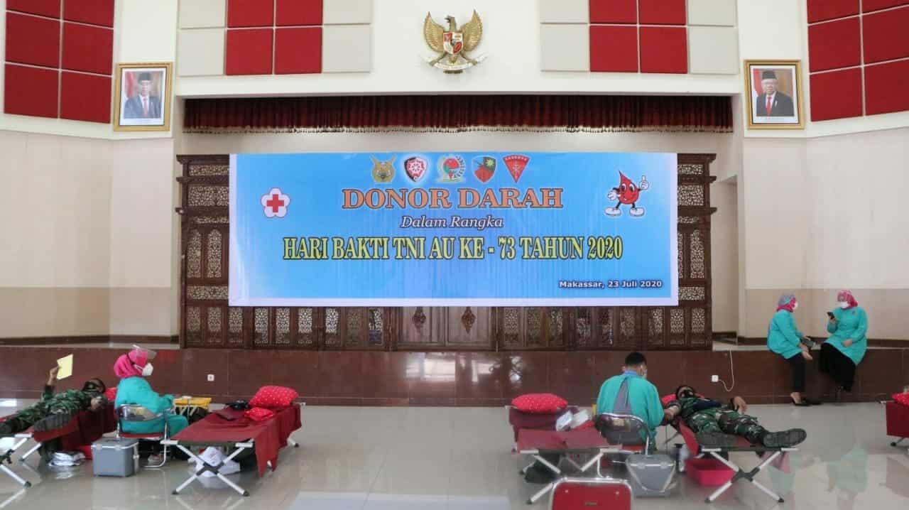 Memperingati Hari Bakti TNI Angkatan Udara ke-73 Personel Lanud Sultan Haanuddin Mengikuti Kegiatan Donor Darah