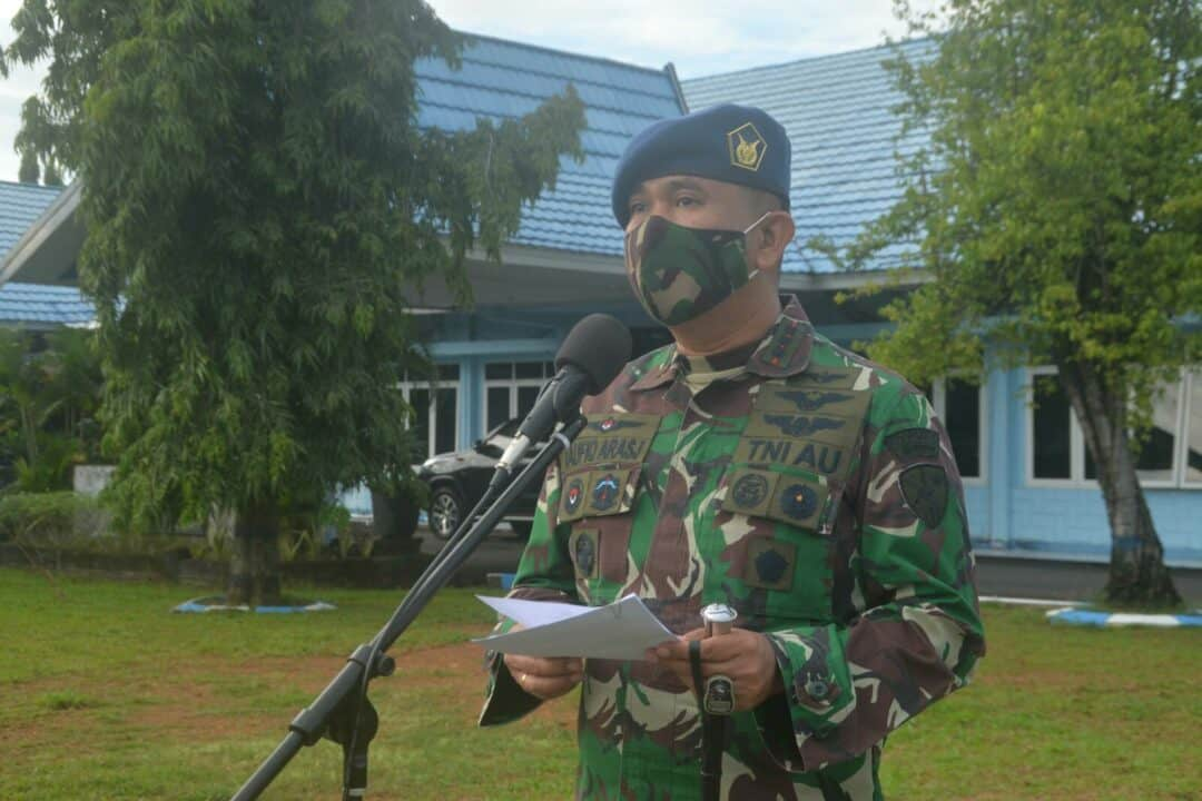 Komandan Lanud Sjamsudin Noor Bacakan Amanat Panglima TNI Saat Pelaksanaan Apel Khusus