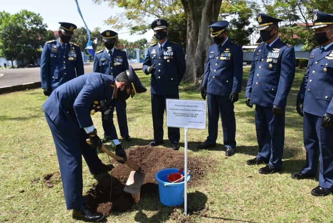 Penanaman pohon dalam rangka peringatan ke-73 Hari Bakti TNI AU