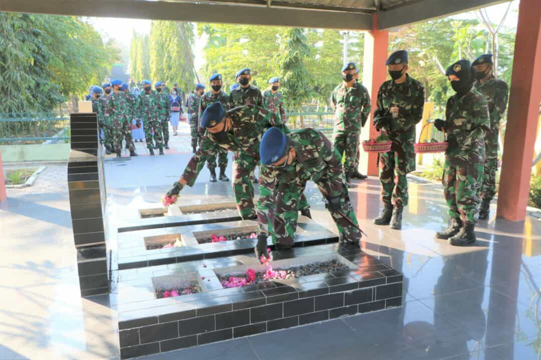 Sambut Hari Bakti Ke-73 TNI AU Lanud Adi Soemarmo Dan Depohar 50 Ziarah Di TMP Kusuma Bhakti