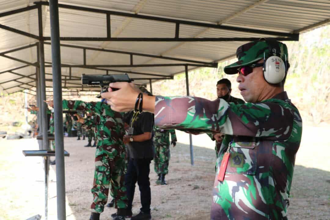 Aksi Prajurit TNI AU Lanud Lanud El Tari Latihan Menembak