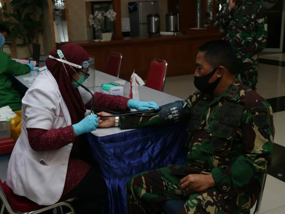 """Hari Bakti TNI AU: """"Pangkoopsau I Medonorkan Darah untuk Membantu Ketersediaan Stok Darah di PMI Kota Jakarta Timur"""""""