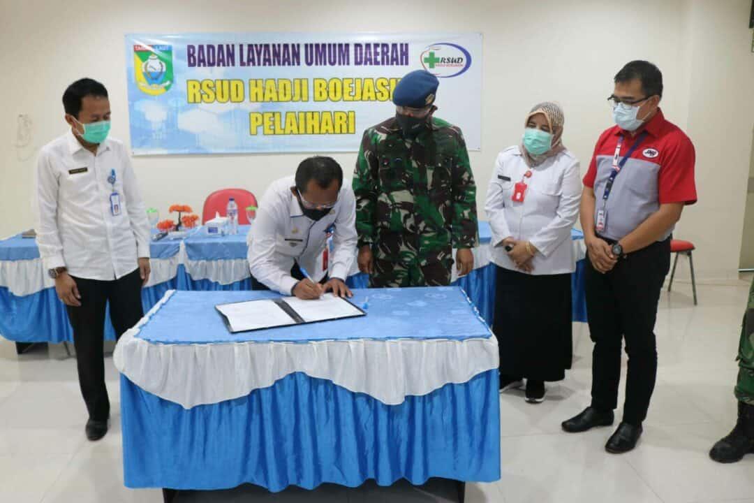 APD Dari Dompet Kemanusiaan Media Group Bekerjasama Dengan Lanud Sjamsudin Noor dan JNE Diserahkan Kepada Tenaga Medis RSUD. H. Boejasin Tanah Laut Dalam Rangka Pemberantasan Covid-19