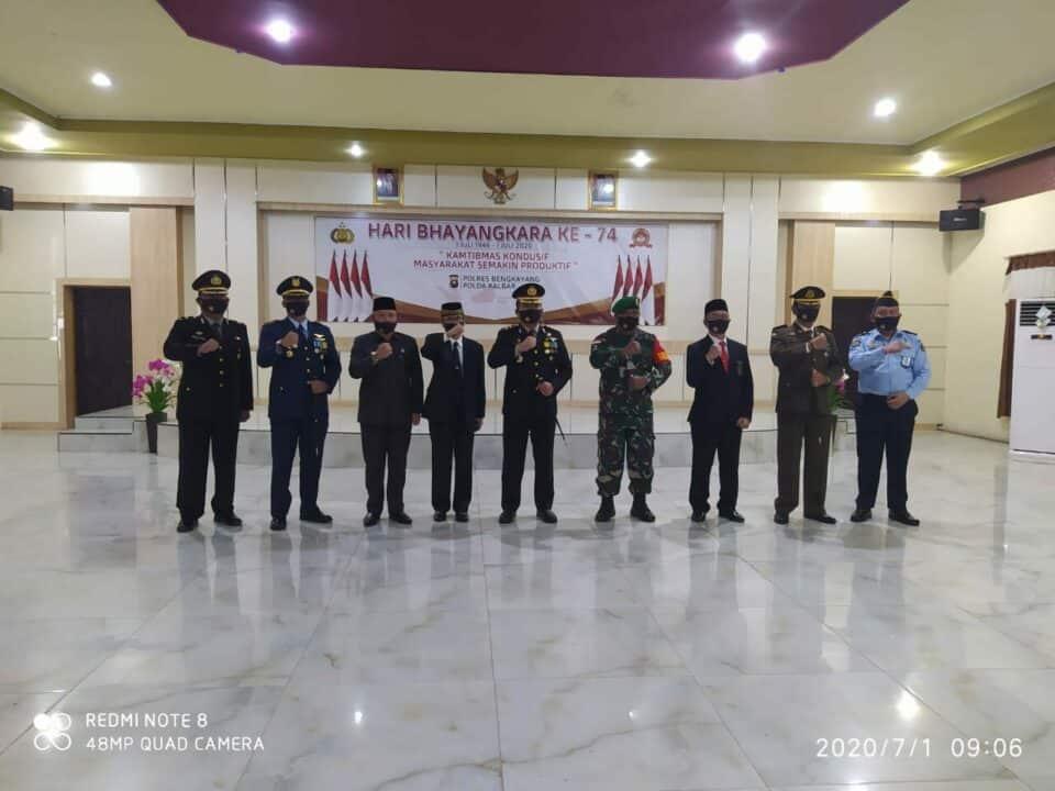 Komandan Lanud Harry Hadisoemantri Hadiri Upacara HUT Bhayangkara Ke-74 Di Mapolres Bengkayang
