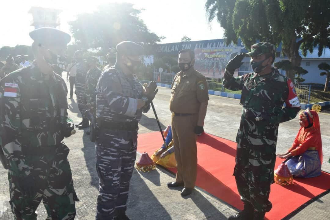 Komandan Lanud Maimun Saleh Menyambut Kedatangan Danguskamla Koarmada I Di Apron Lanud Maimun Saleh.
