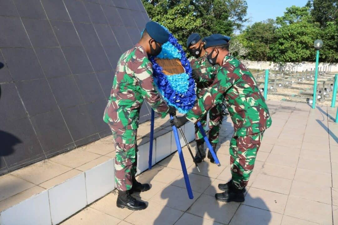 Danlanud Haluoleo pimpin Ziarah rombongan Hari Bakti TNI AU Ke- 73