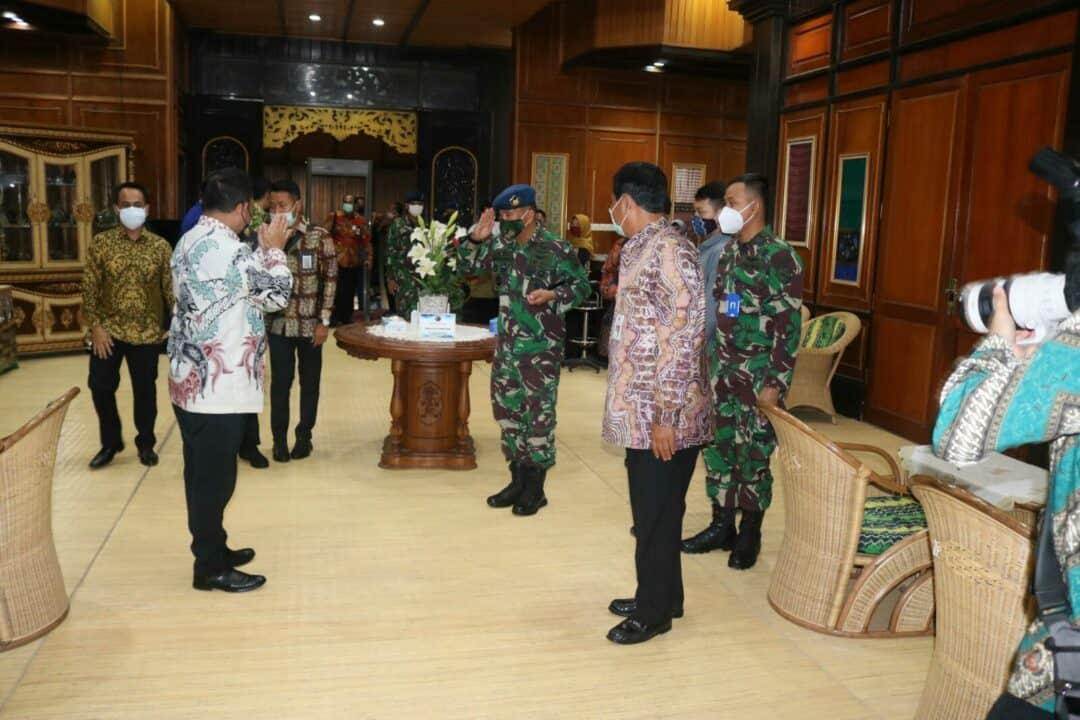Kedatangan Menteri Dalam Negeri Republik Indonesia Dalam Rangka Rapat koordinasi Kesiapan Pilkada Serentak Tahun 2020 dan Pengarahan Kepada Gugus Tugas Covid-19 Disambut Jajaran Forkompimda di Kalimantan Selatan
