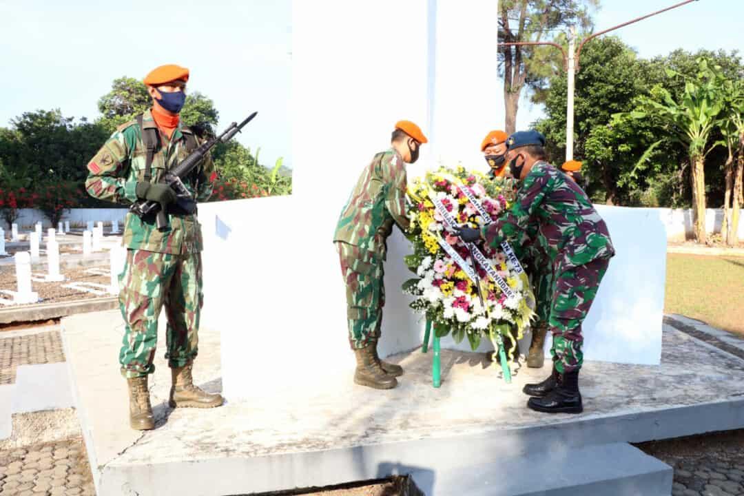 Memperingati Hari Bakti Ke-73 TNI AU, Danwingdiktek Pimpin Ziarah dan Tabur Bunga di TMP Cidongkol Kab Subang