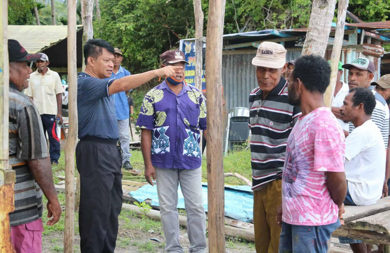 Pangkoopsau III Marsda TNI Ir.Novyan Samyoga, M.M saat menerima Kepala Desa Binyeri dan Desa Samber Distrik Yendidori Biak untuk menjadi Desa Binaan, Sabtu (11/7).
