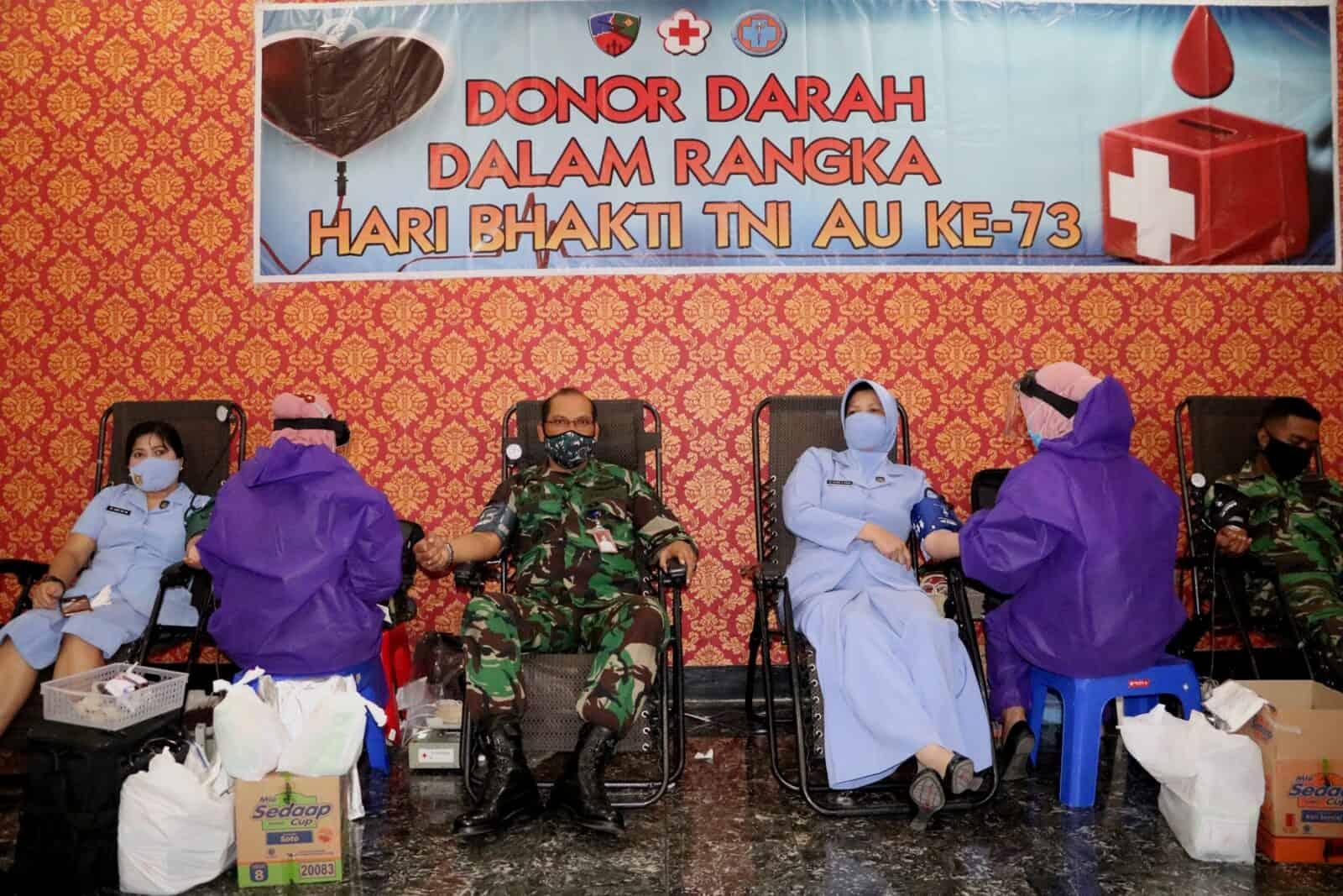Peringati Hari Bakti TNI AU Ke-73, Lanud Muljono Laksanakan Donor Darah dan Pembagian Masker