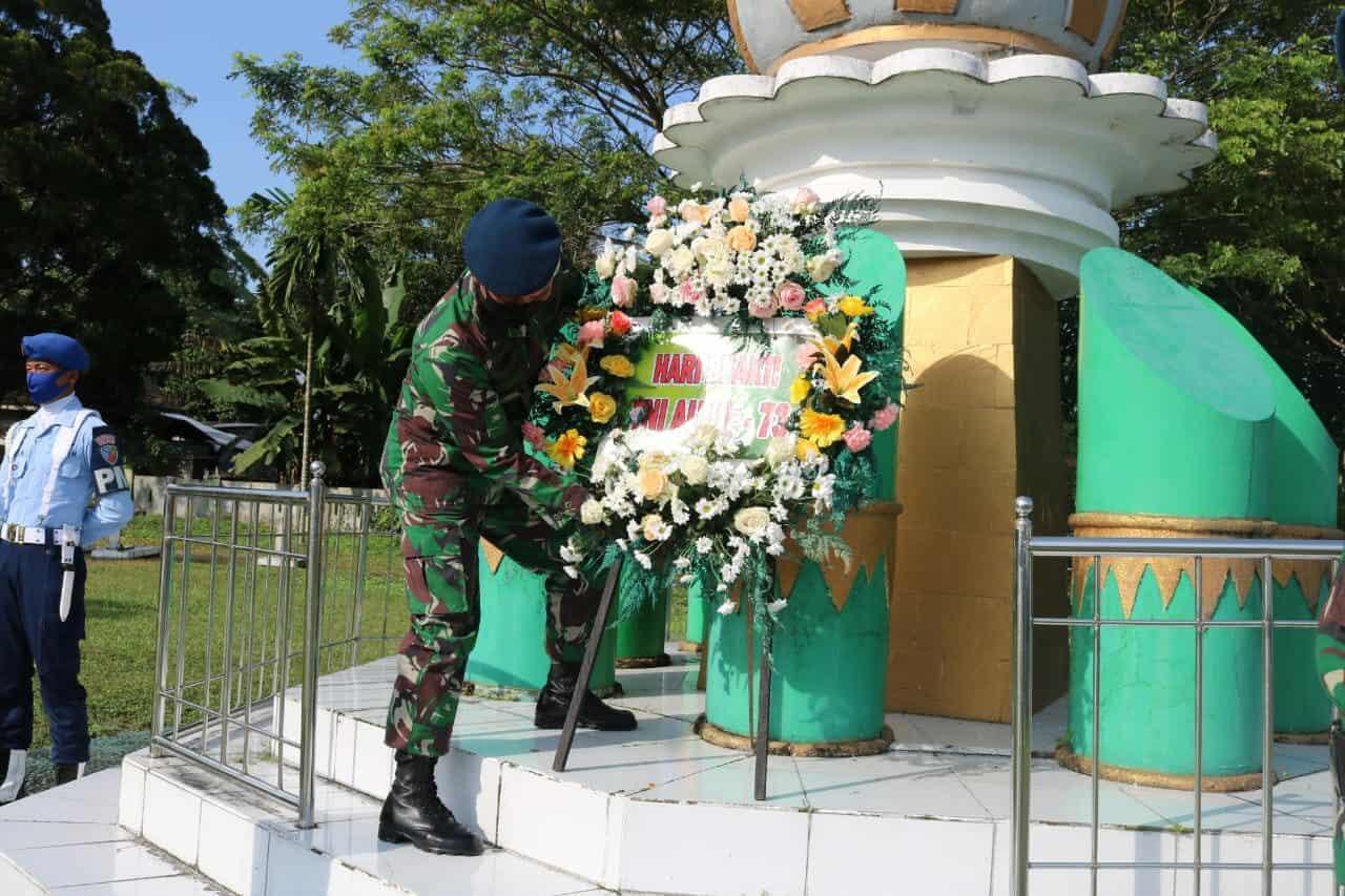 Komandan Pangkalan TNI AU Iskandar Pimpin Ziarah Rombongan Di TMP Indra Pura