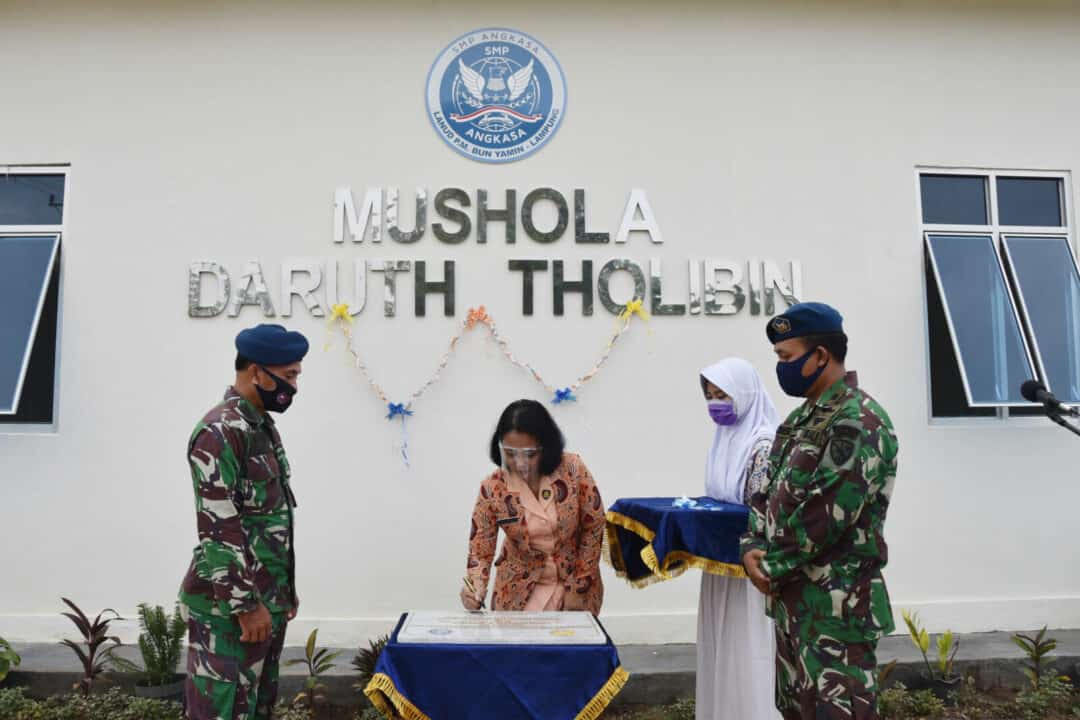 Resmi, SMP Angkasa Lanud Pangeran M. Bun Yamin memiliki Musola baru.