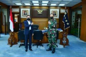 Tingkatkan Minat Baca, Marsekal (Purn) Chappy Hakim Sumbang 1000 Buku