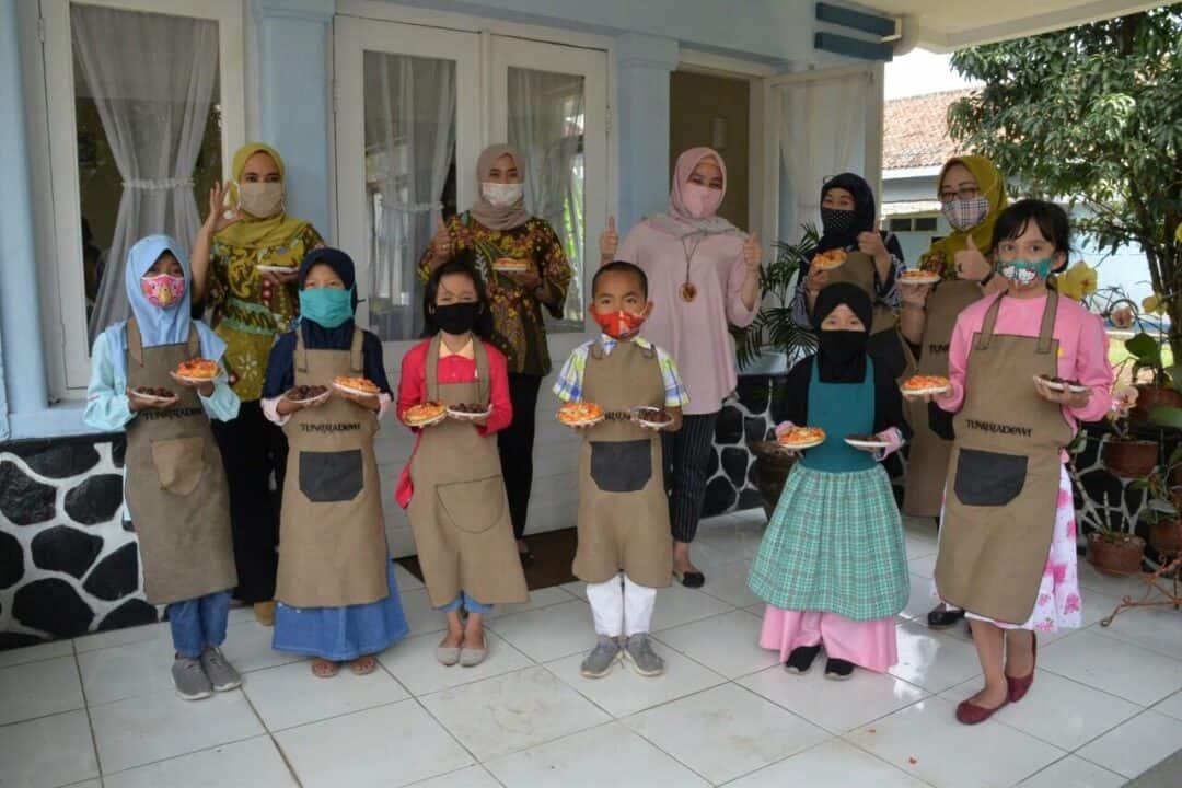 Serunya anak-anak belajar memasak di masa pandemi covid-19.
