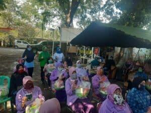 Dharma Pertiwi Koordinator Cabang Cirebon Menggelar Pembagian Bantuan Masker