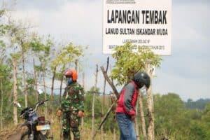 Tingkatkan Kewaspadaan, Personel Lanud SIM Laksanakan Patroli Cek Patok Aset Tanah Milik TNI AU