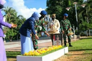 Peringati ke 73 Hari Bakti TNI AU, Danlanud RHF Ziarah di TMP Pusara Bhakti