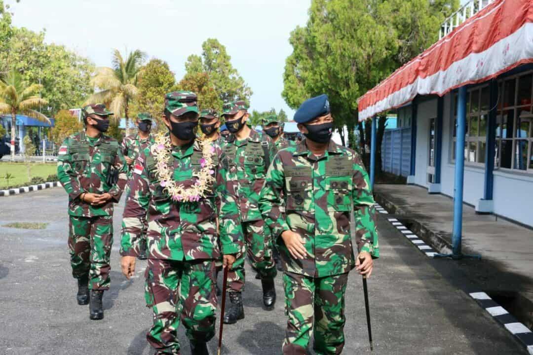 Kunjungan Kerja Pangkoopsau III di Lanud Manuhua