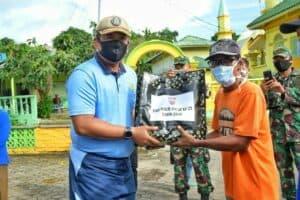 Sambut Hari Bakti TNI AU ke-73, Lanud RHF Bagi Sembako dan Kerja Bakti Bersama Masyarakat Pulau Penyengat