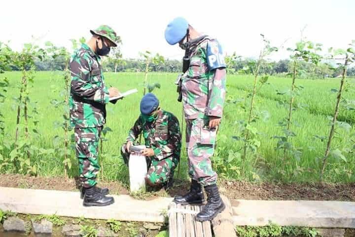 Prajurit Lanud J.B. Soedirman Adakan Operasi Patok Tapal Batas Wilayah
