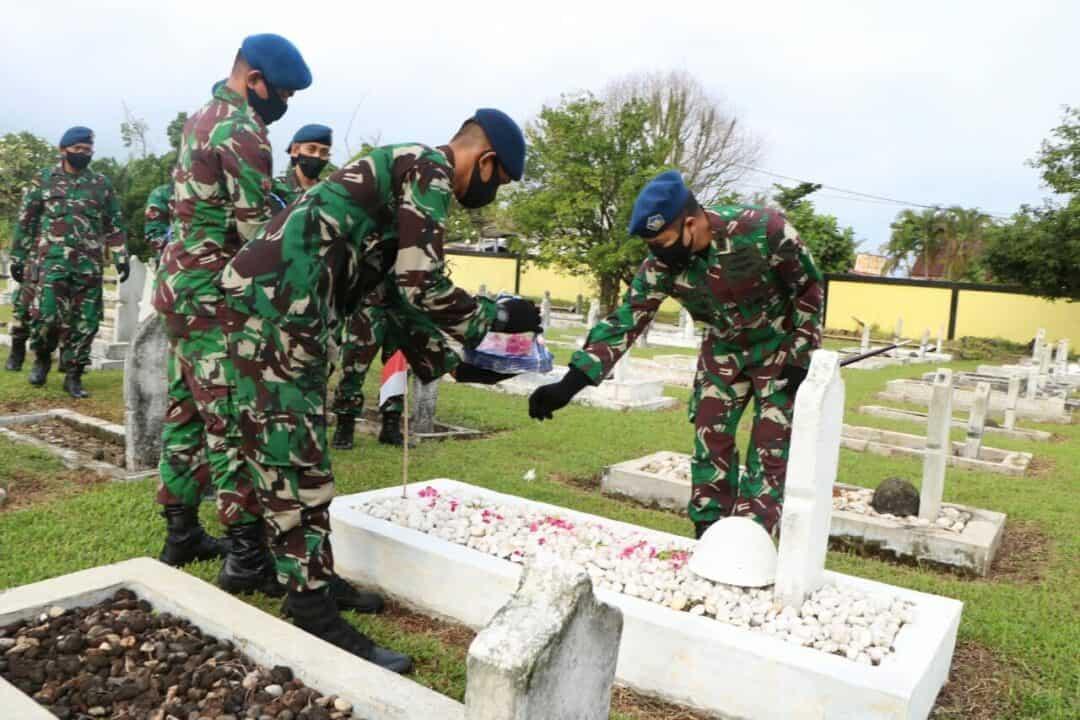Hargai Jasa Pahlawan Salah Satunya Dengan Ziarah Ke Makamnya