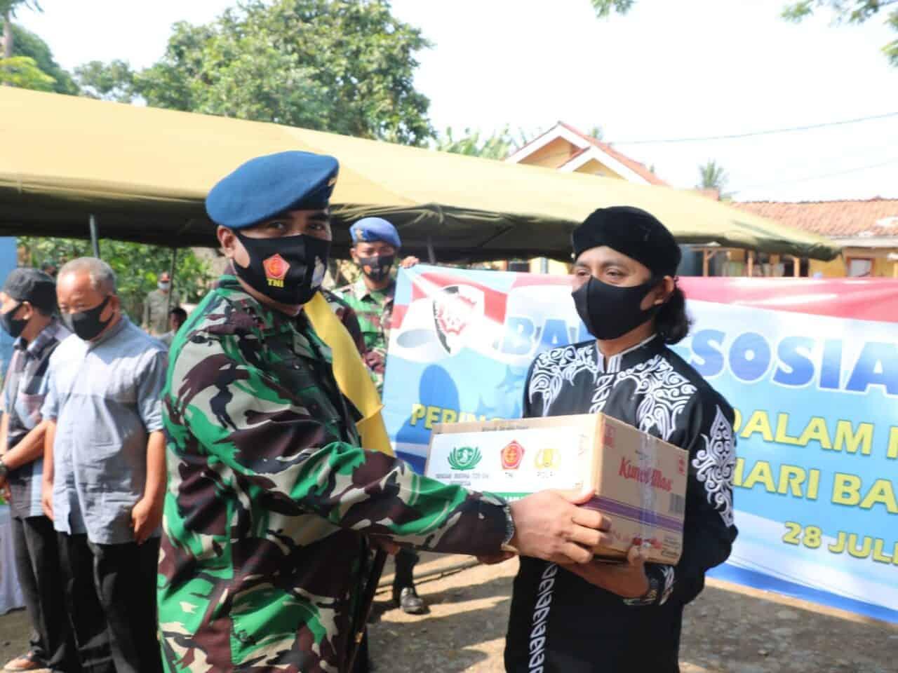 Jelang puncak Hari Bakti TNI AU, Koopsau I bagikan sembako untuk warga Teluk Naga