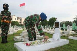 Sambut Hari Bakti TNI AU ke-73, TNI AU di Medan laksanakan Ziarah Rombongan ke TMP Bukit Barisan