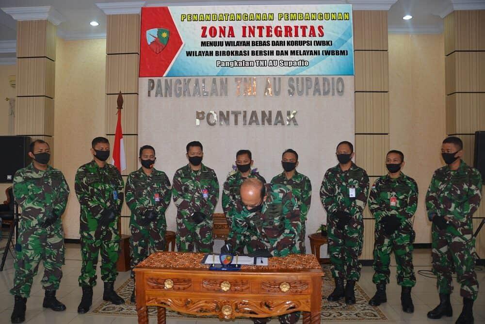 Penandatanganan Pakta Integritas Menuju WBK dan WBBM di Lanud Supadio
